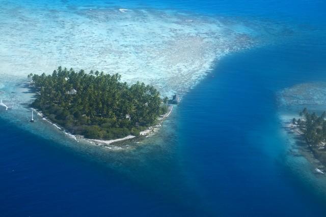 tuamotu rangiroa atoll
