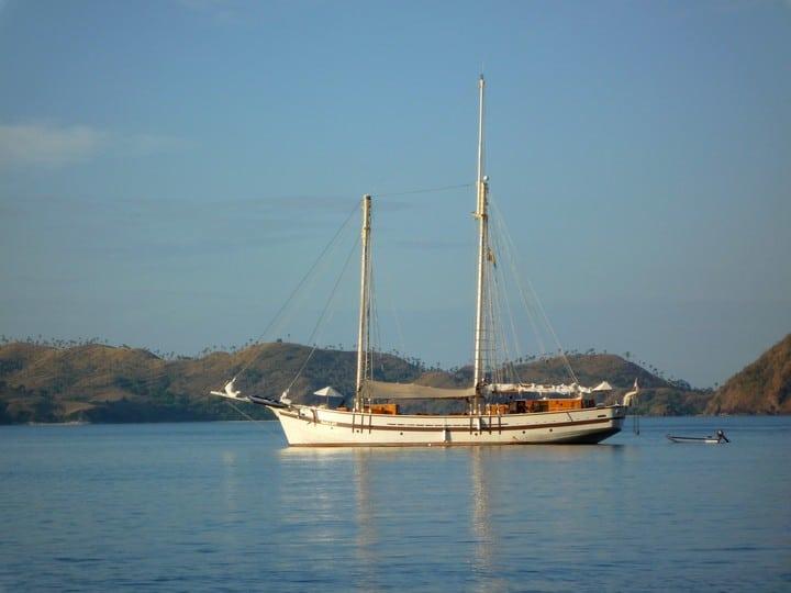 scuba diving liveaboard cruise