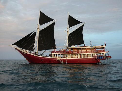 seven seas luxury liveaboard komodo