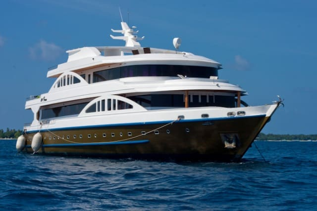luxurious liveaboard in the maldives