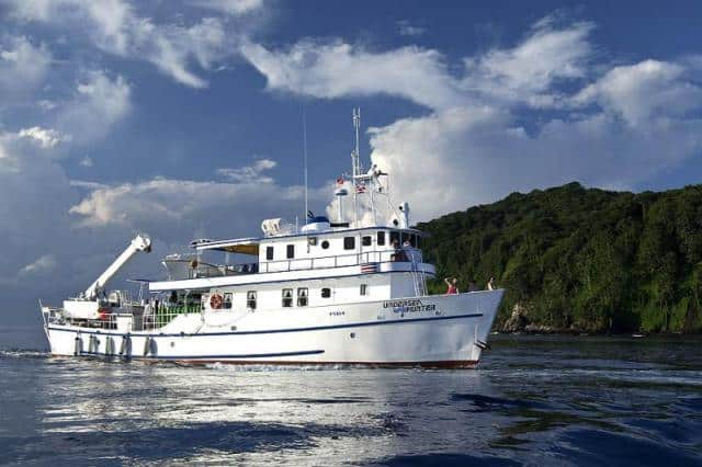 mv-undersea hunter-liveaboard-reviews-cocos island