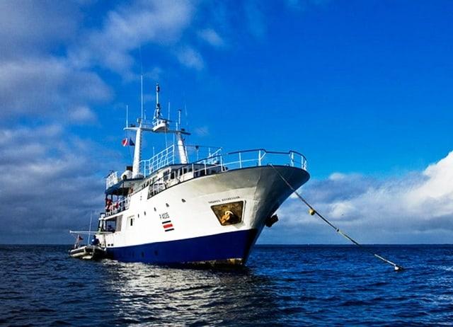 okeanos-aggressor-liveaboard-cocos island
