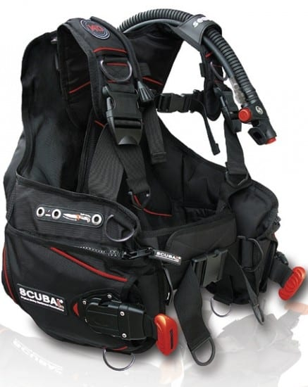The jacket style BCD inflates both of its front and back, which is suitable for new divers.