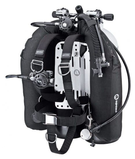 Because it only inflate on its back, the BCD Wings is suitable for experienced divers since it has the tendency to turn the diver face down.