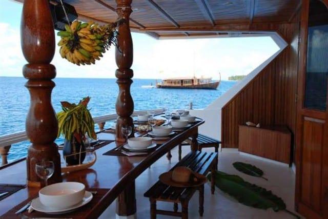 conte-max-diving-maldives