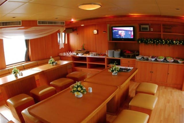panunee-liveaboard-review-dining