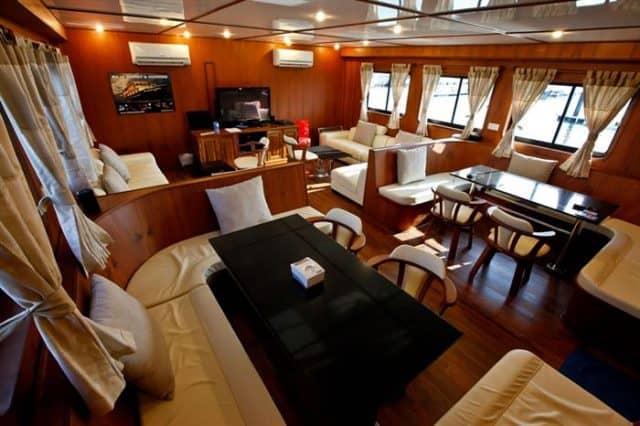 raja manta liveaboard diving cruise indonesia