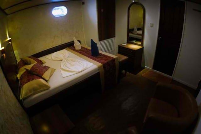 MY Manta Cruise double room