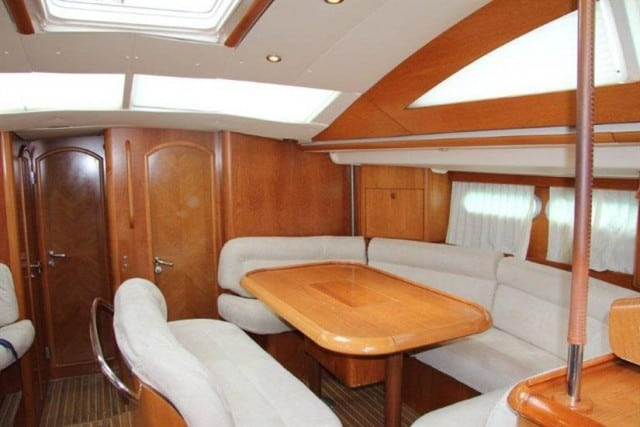 vision iii saloon ii liveaboard review