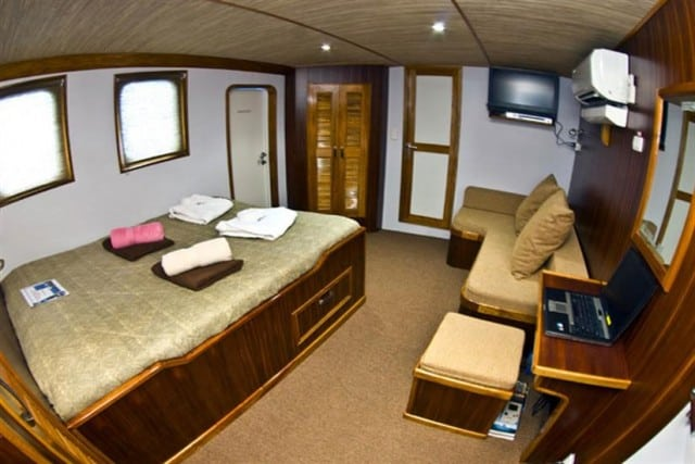 mv ocean hunter III cabin liveaboard review