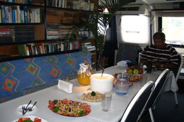 inula dining area liveaboard review