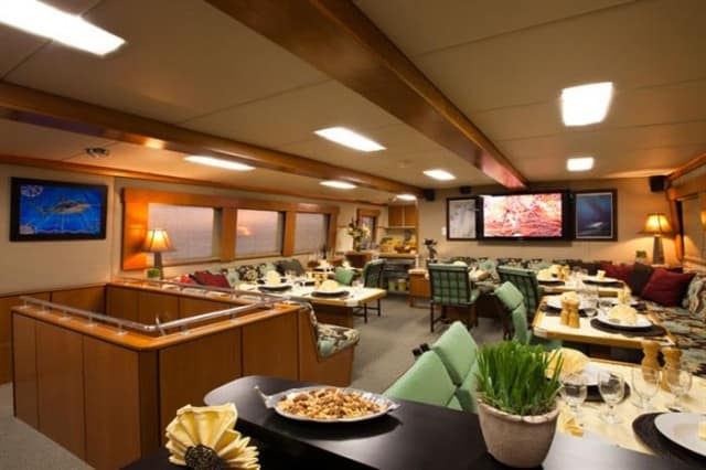 mv turks & caicos aggressor ii dining area liveaboard review