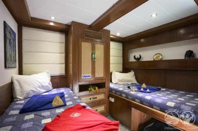 mv red sea aggressor deluxe stateroom liveaboard review