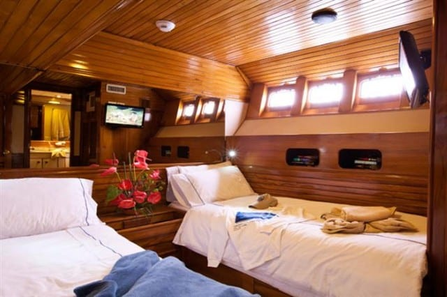 mv galapagos aggressor III deluxe stateroom liveaboard review