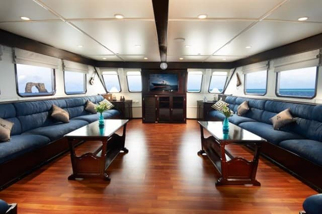 mv galapagos master lounge liveaboard review