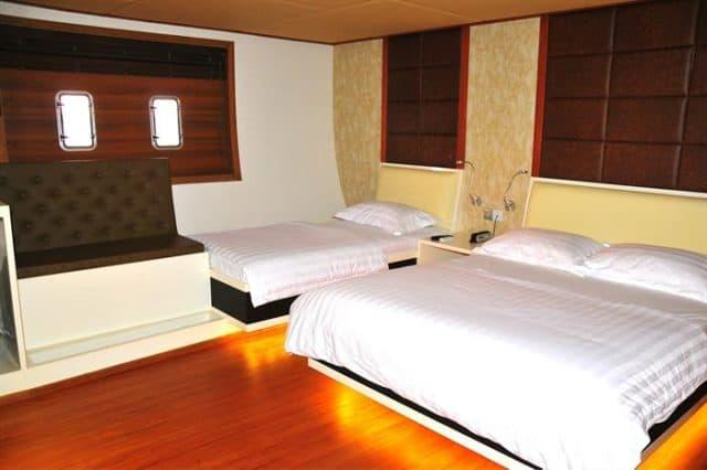 mv adora cabin 2 liveaboard review