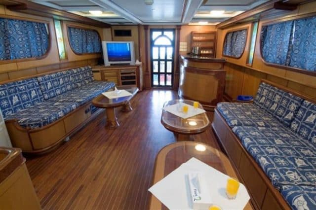 mv dreams salon liveaboard review
