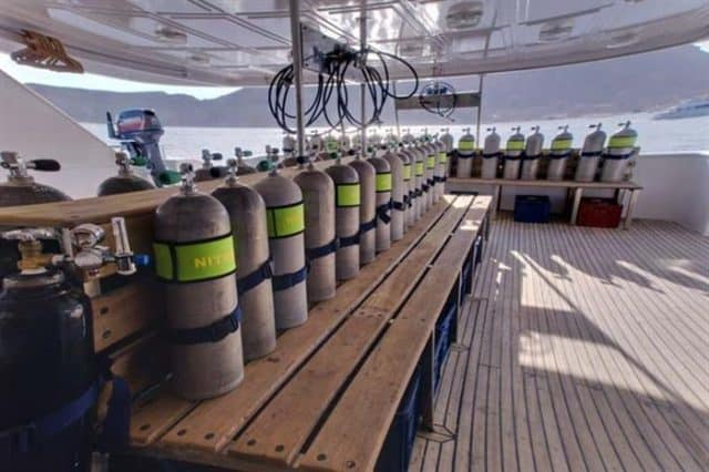 mv snefro love dive deck liveaboard review