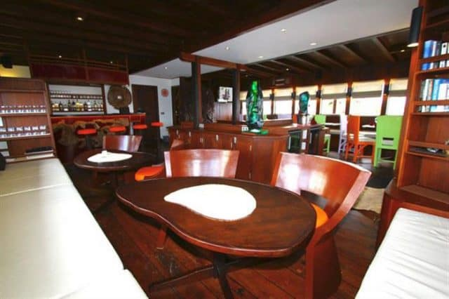 mv waow restaurant and bar liveaboard review