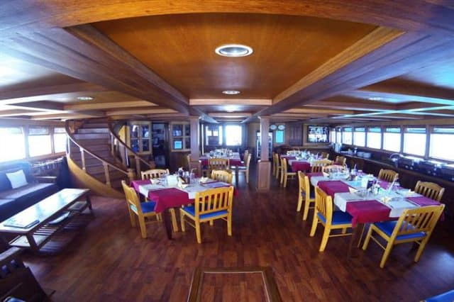 mv sachika restaurant liveaboard review