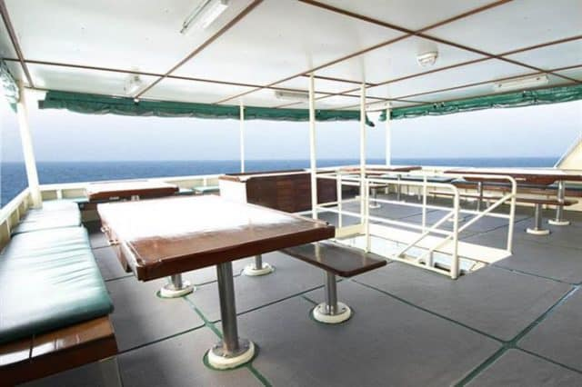 mv black manta dining deck liveaboard review