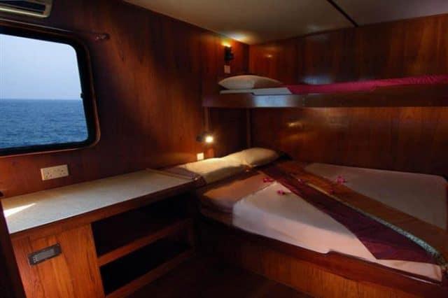 mv black manta twin cabin liveaboard review