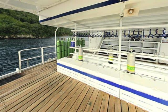 mv undersea hunter dive deck liveaboard review