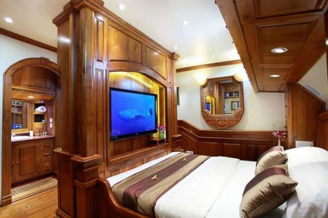 adelaar liveaboard indonesia cabin