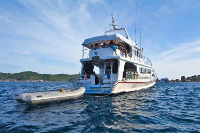 manta queen 6 liveaboard thailand similan richelieu rock
