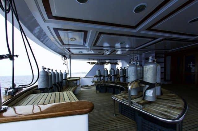 grand sea serpent liveaboard red sea dive deck