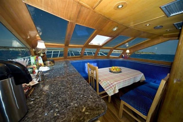 liveaboard-red-sea-king-snefro-5-dining