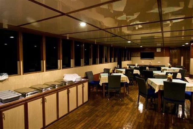 dining ari queen liveaboard maldives diving
