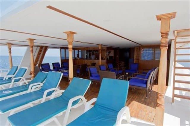 lounge ari queen liveaboard maldives diving