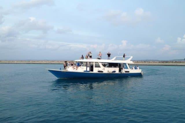 emperor orion liveaboard diving maldives diving dhoni