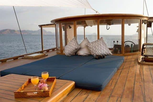 sun deck mantra liveaboard scuba diving komodo