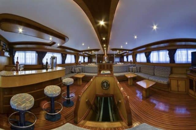 lounge my excellence liveaboard red sea diving