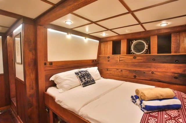double cabin ombak putih liveaboard diving cruise indonesia