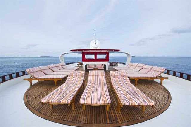 sundeck theia liveaboard diving maldives