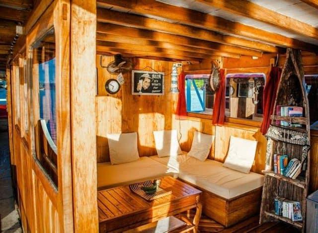 indoor pratiwi liveaboard charter diving cruise komodo indonesia