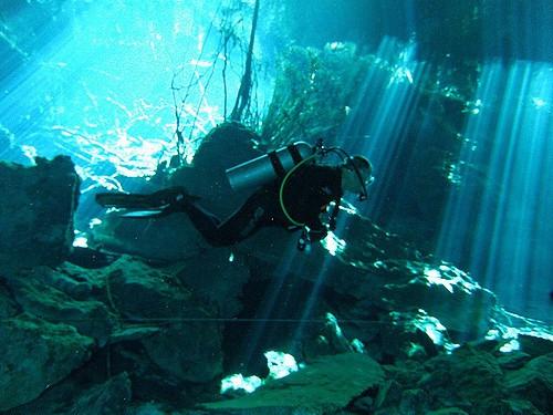 Scuba diving cenote mexico