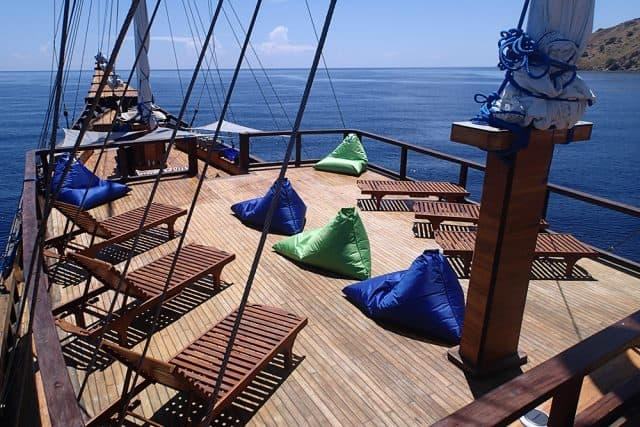 outdoor sundeck hatiku liveaboard indonesia raja ampat komodo diving