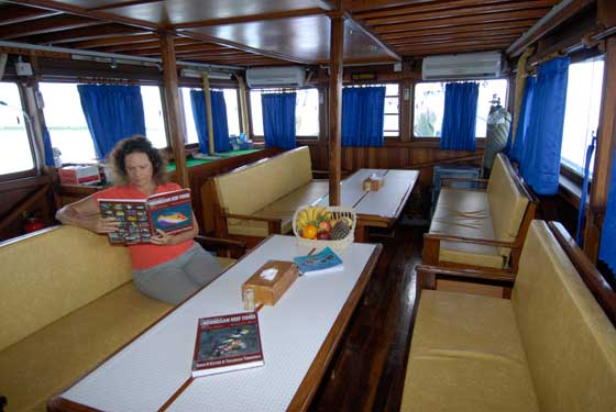 dining temukira liveaboard diving komodo indonesia