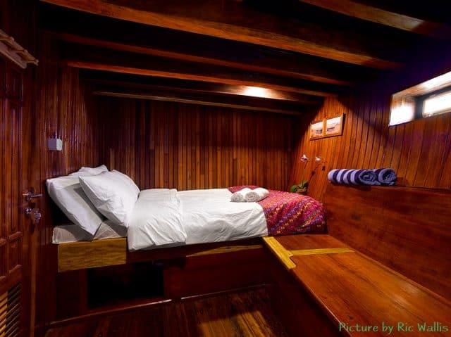 cabin km bidadari liveaboard scuba diving indonesia