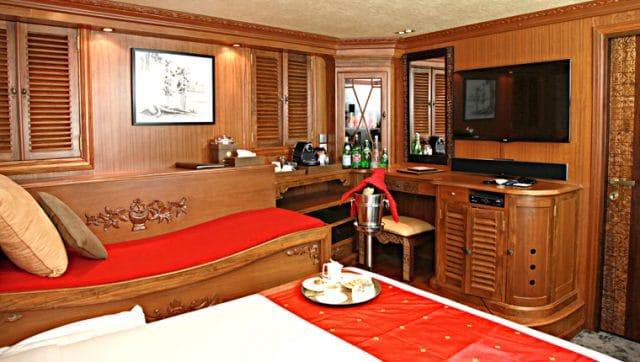 cabin dhaainkan baa liveaboard charter luxury scuba diving maldives