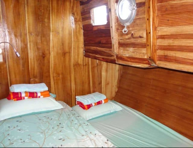 cabin queen esia liveaboard scuba diving cruise indonesia