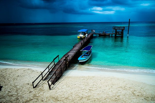 Best diving sites in bay islands honduras honduras scuba - Roatan dive sites ...