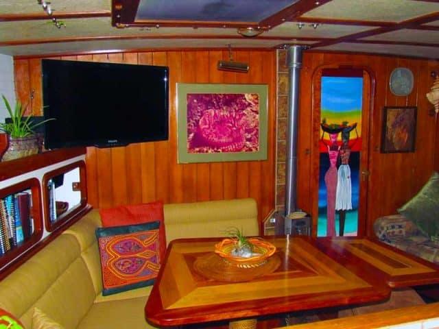 scuba diving liveaboard honduras luxury