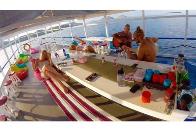 epica indonesia liveaboard budget diving cruise