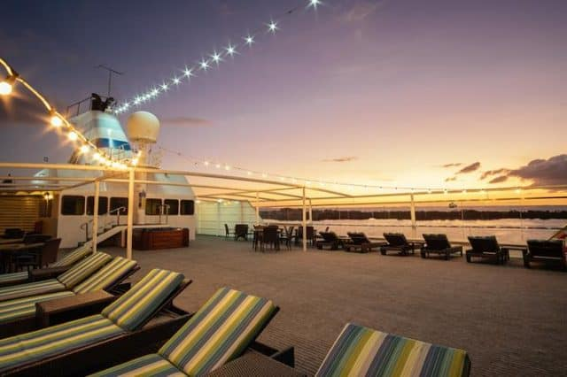 reef endeavour small cruise ship diving liveaboard fiji islands