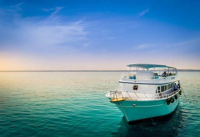 Everything you want to know about liveaboard diving cruises